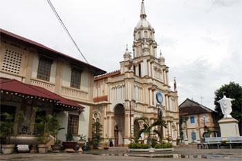 Kiến trúc nhà thờ cù lao Giêng, nơi được xem là nhà thờ lâu đời nhất Việt Nam.