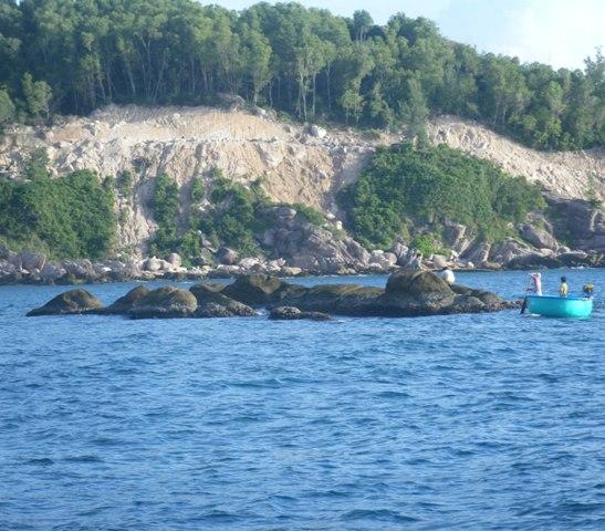 Những bãi đá ngầm đã từng nhấn chìm bao tàu thuyền của quân thù
