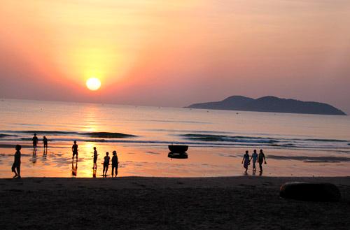 Biển Cửa Lò rộng, bãi cát mịn, sóng không quá to và dịch vụ khá dễ chịu