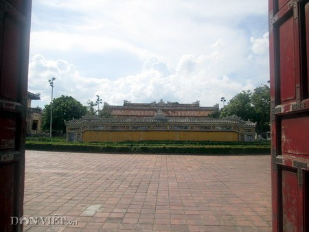 Sân trước cung Diên Thọ