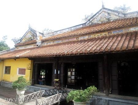 Lối sang điện Thọ Ninh