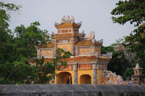 Cổng chính cung Trường sanh