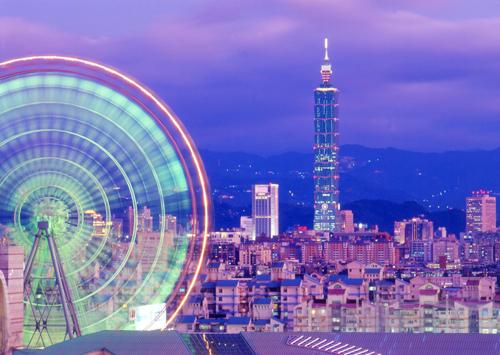 Đến Đài Bắc, bạn không thể bỏ qua tòa nhà chọc trời Taipei 101. Đây là khu trung tâm văn phòng, thương mại với 101 tầng, được xây theo hình dạng măng tre độc đáo. Bạn có thể mua vé để lên tầng thượng tòa nhà ngắm cảnh toàn bộ Đài Bắc.
