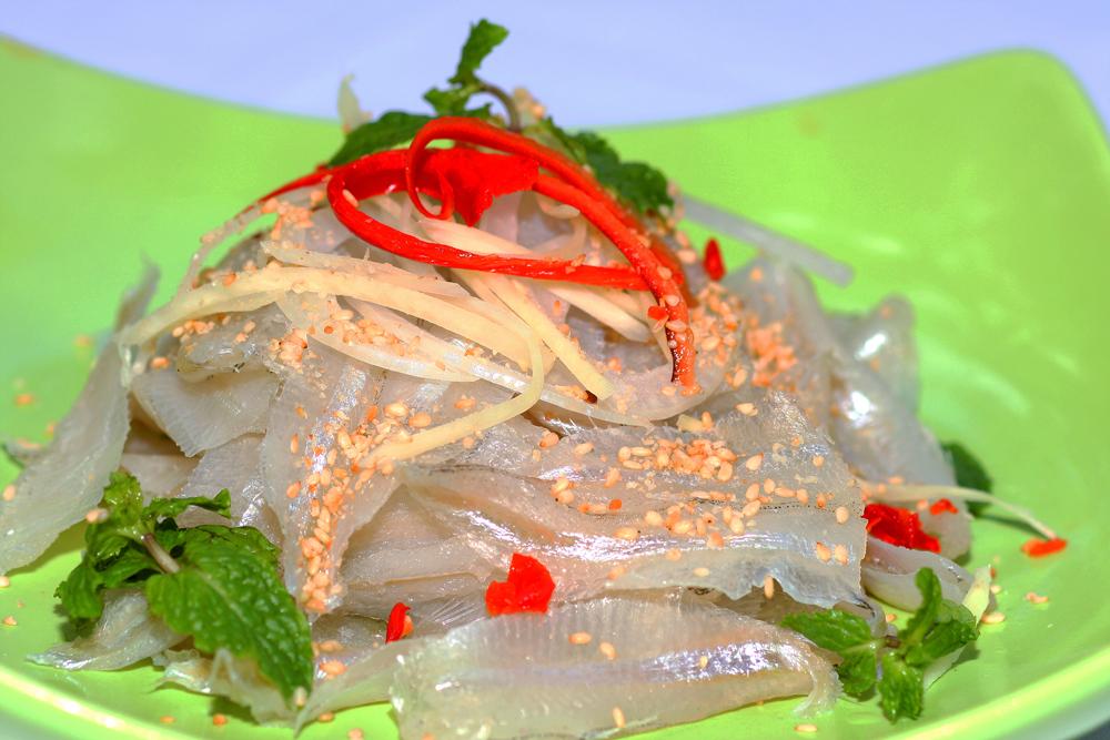 Du lịch Bình Ba thưởng thức đặc sản gỏi cá mai