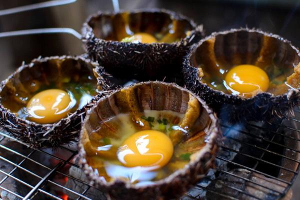Món nhum đúc trứng vô cùng bắt mắt