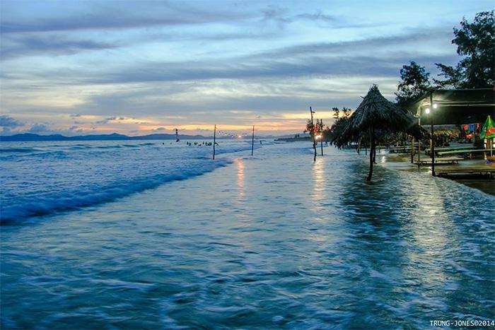 Biển Vàn Chải ( Nguồn: Coto.gov.vn )