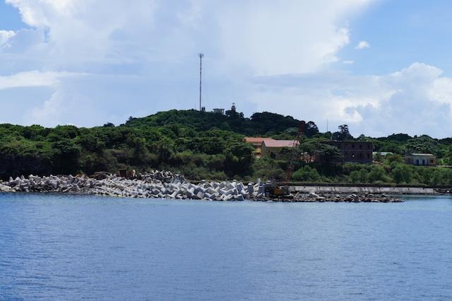 Đảo Cồn Cỏ được ví như viên ngọc giữa biển xanh