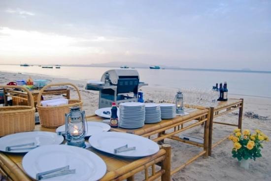 Tiệc BBQ trên biển