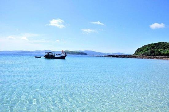 Nước biển ở Cô To xanh ngút ngàn