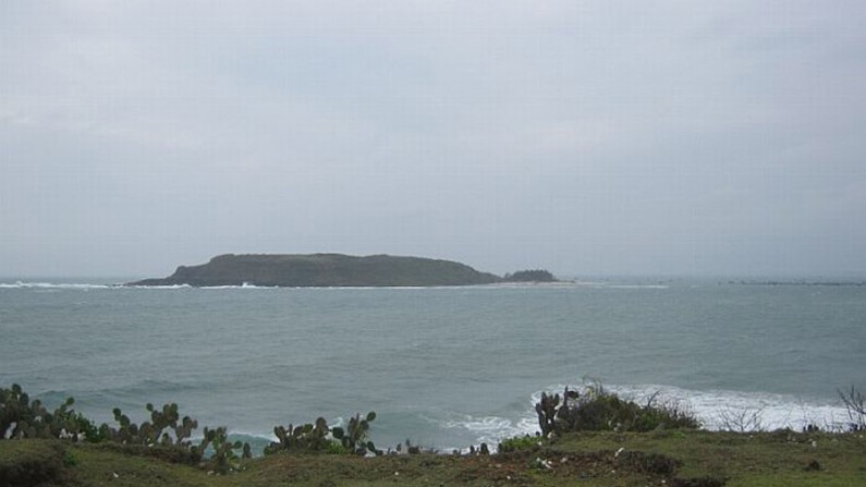 Đảo  Hòn Chùa mang vẻ đẹp hoang sơ...