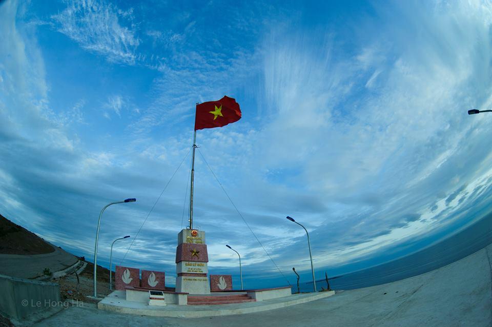 Cột cờ Tổ quốc trên đảo Lý Sơn.