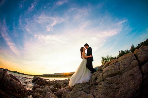Chụp ảnh cưới trên các bờ đá ở đảo Quan Lạn