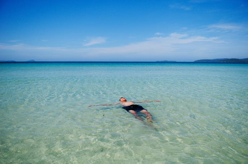 Tắm biển Quan Lạn