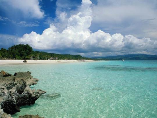 Quan Lạn là một hòn đảo đẹp nằm trong vịnh Bái Tử Long