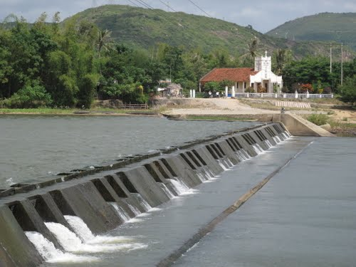 Về Tam Giang, Phú Yên có ba địa danh: sông Tam Giang (huyện Sông Cầu), đập Tam Giang và đèo Tam Giang (huyện Tuy An).