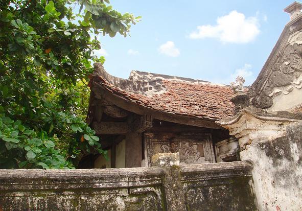 Đền Cờn có kiến trúc đồ sộ