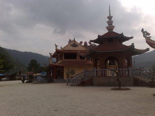 Tháp chuông chùa Cửa Đạt