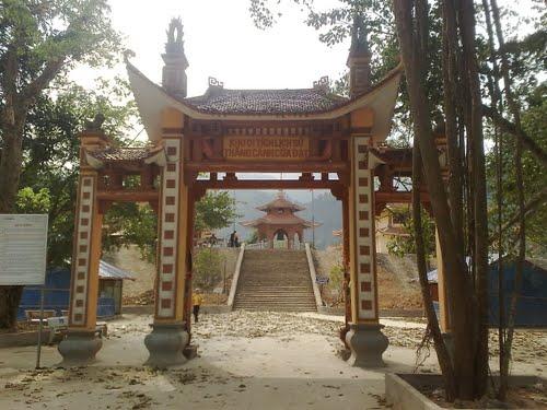 Cổng Tam quan chùa Cửa Đạt