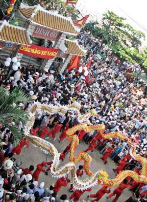 Đền Dinh Cô ngày lễ hội