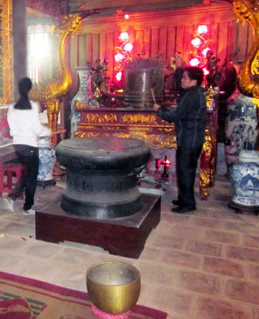Trống đồng tại Thượng Điện đền Đồng Cổ xã Yên Thọ