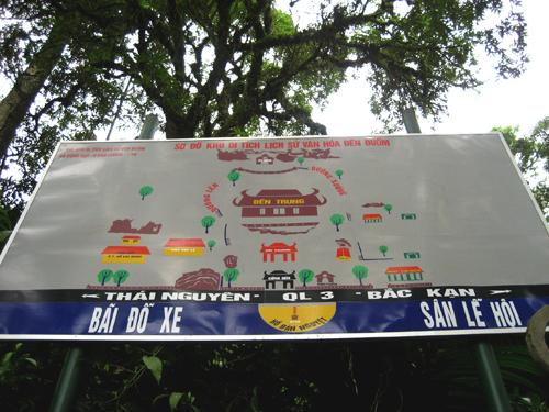Đền Đuổm nằm trên đường quốc lộ 3, trên đường đi Bắc Cạn, di tích được xếp hạng cấp quốc gia