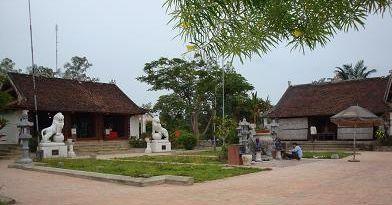Khuôn viên Đền Qủa Sơn