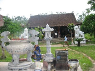 Kiến trúc bên trong đền Qủa Sơn