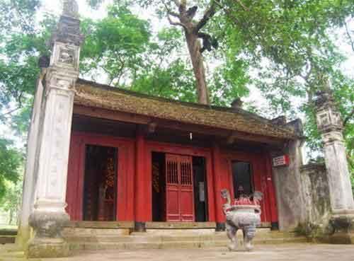 Đền Mẫu nhìn từ mặt chính diện