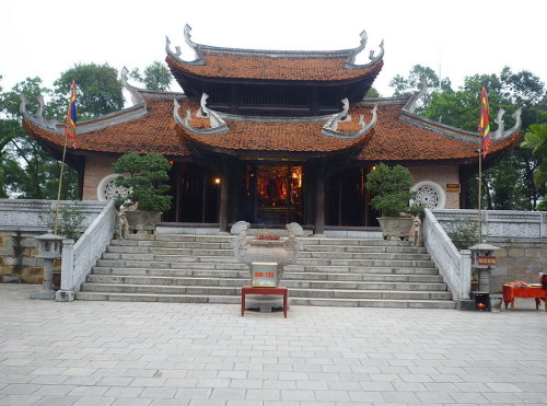 mái đền có đầu đao cong vút như cánh chim Lạc