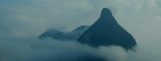 Từ đèo Cổ Yểng nhìn về phía Nà Hang sẽ thấy núi Pắc Tạ. Pắc Tạ tiếng Tày có nghĩa là vú của Trời.