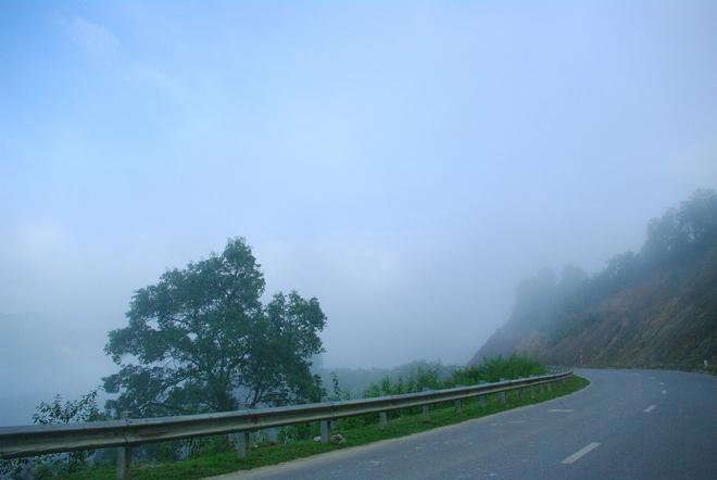 Có những đoạn đường trên đèo kín sương mù