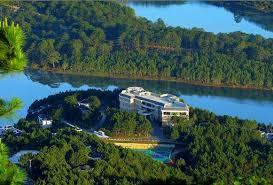 Khu vực hồ Tuyền Lâm cách trung tâm thành phố Đà Lạt 6km về phía nam, ngay bên dưới Thiền Viện Trúc Lâm