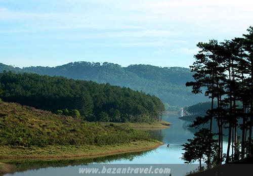 Một góc hồ Tuyền Lâm Đà Lạt