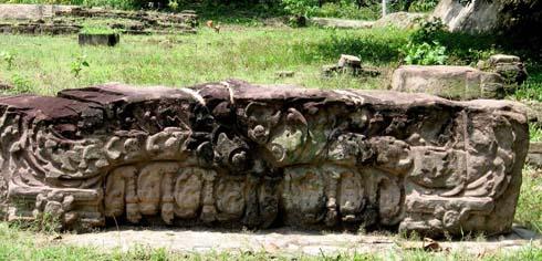 Mi cửa đá di tích Gò Đồn (Bình Tả- Đức Hòa)