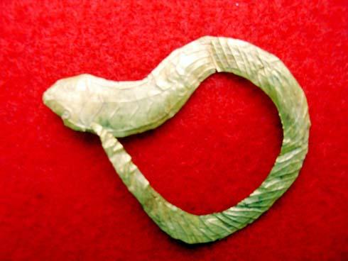Lá vàng chạm hình rắn (Gò Xoài, Bình Tả - Đức Hòa)