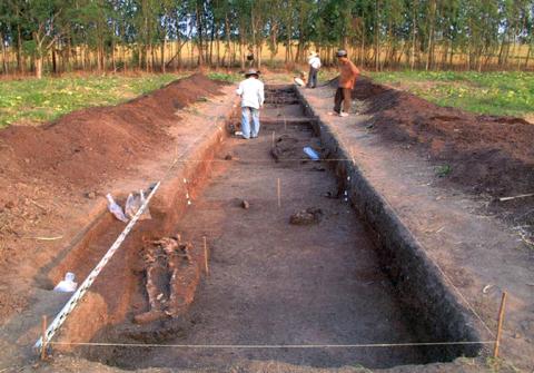 Hố khai quật tại di tích Gò Ô Chùa.