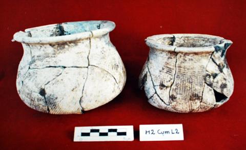 Nồi đáy tròn- hiện vật khai quật được tại di tích Gò Ô Chùa.