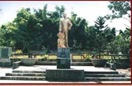 Tượng đài tưởng niệm Hoàng Đình Giong