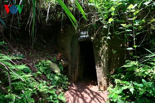 Một cửa hầm mở ra phía biển. Đây cũng là hướng tiếp tế chi viện cho đảo Cồn Cỏ.