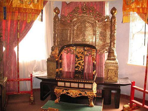 Ngai vàng của Bảo Đại đặt tại Dinh III