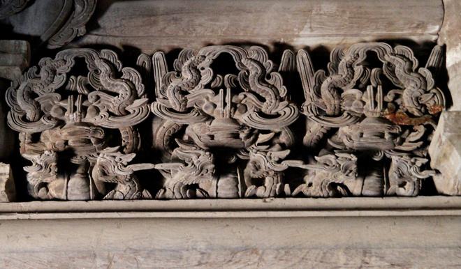 Theo các cụ cao niên trong làng, đình Đình Bảng có tất cả 28 kiểu chạm khắc bộ long