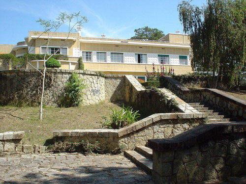 Khu bậc thang đi xuống từ Dinh III