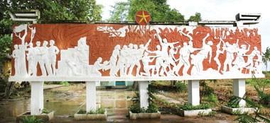 Bia kỷ niệm Mặt trận Tân Hưng