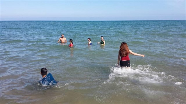Tắm biển