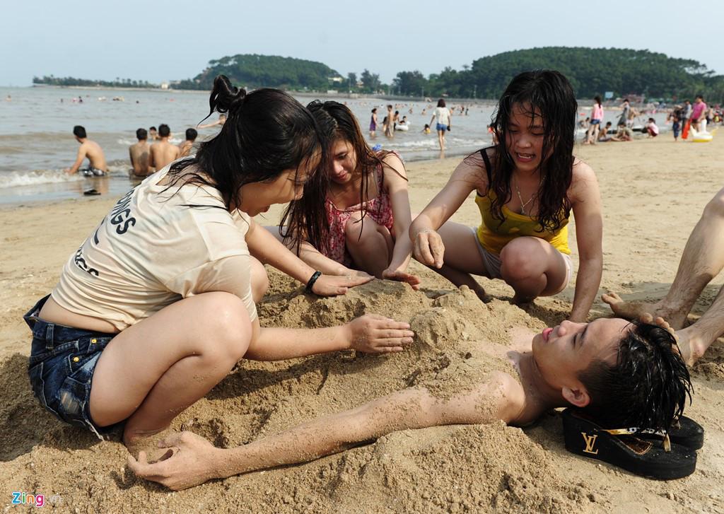 Chơi trên bãi biển