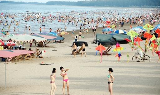 Mùa hè là thời điểm du lịch sôi động nhất ở Đồ Sơn.
