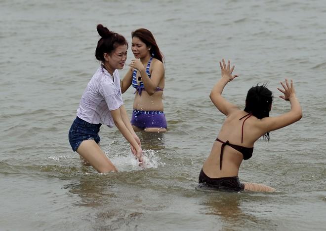 Tắm biển Đồ Sơn