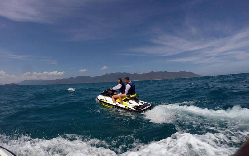 Lướt môtô nước