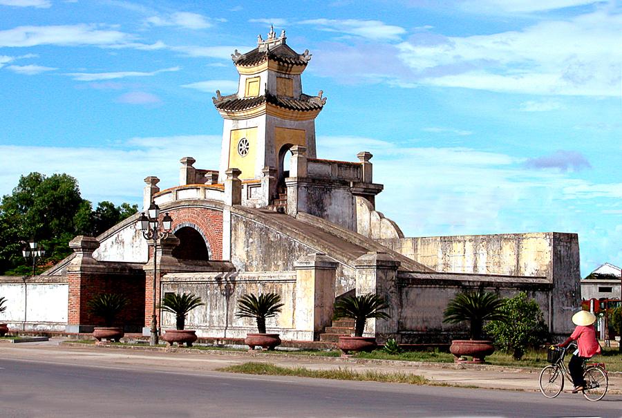 Quảng Bình Quan.