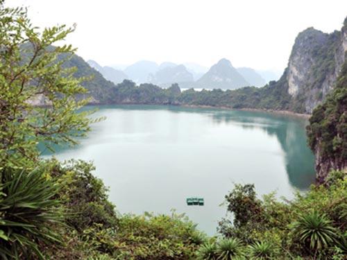 hồ Mê Cung
